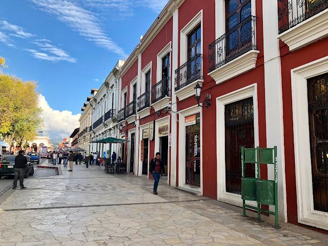 El centro de la ciudad es la Plaza Sócalo, que también se llama plaza del 31 de marzo, alrededor de la cual se concentra toda su vida. Entonces, si algunos eventos se llevan a cabo en la ciudad, entonces las festividades se organizan necesariamente en la plaza.