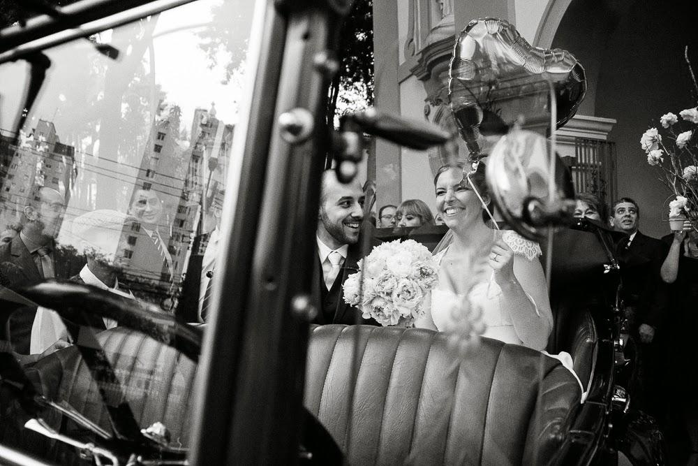 casamento-juliana-alisson-noivos-carro