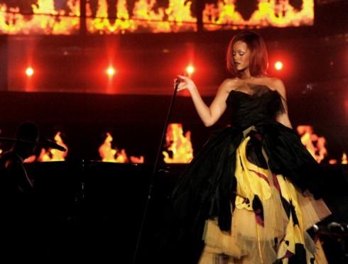 Rihanna Fire Bomb MP3, Video & Lyrics