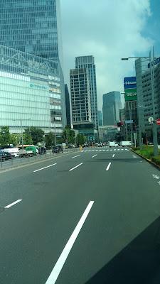 pemandangan naik bus di tokyo