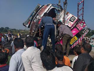 truck-collapsed-bihar