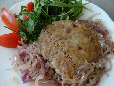 Stek wieprzowy z czerwoną cebulą