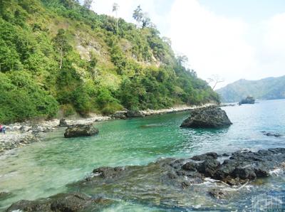 Wisata Pantai Si Pelot, Pantai Tersembunyi Di Balik Tebing Malang