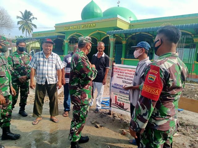 Kodim 02078/Asahan Melalui Danramil 11/SE Berikan Bantuan Infaq dan Sedekah untuk Pembangunan Masjid Raya Nurul Wathan