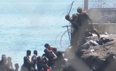 فضيحة بالفيديو  الجيش الإسباني إتجاه المهاجرين وهم يلقون بهم بالبحر في غياب أدنى شروط الإنسانية
