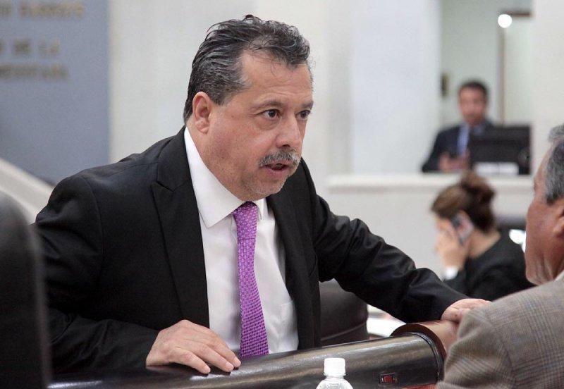 """""""La alta burocracia no merece ingresos miserables de 90 mil pesos"""", dice diputado"""
