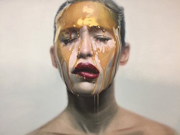 Mike Dargas pinturas hiper-realistas retratos mulheres cobertas lascívia luxúria mel calda de chocolate sensual