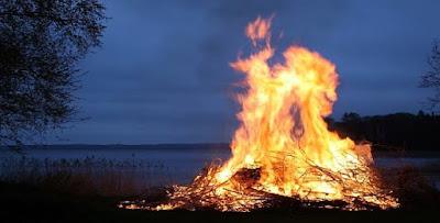 تفسير رؤية النار أو الدخان أو الحطب أو الفحم في الحلم