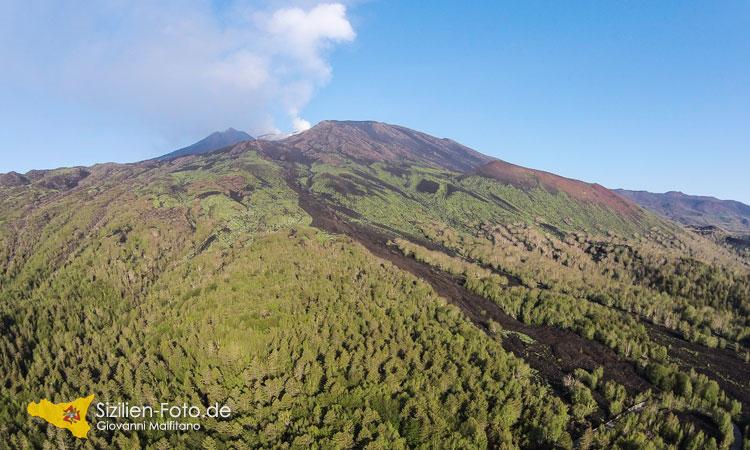 Luftaufnahme mit der Drohne vom Vulkan Ätna