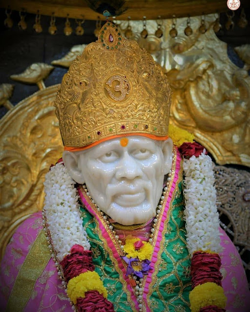 Pink Color Clothes wear Sai baba in this images