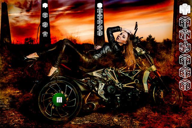 Manjaro wallpaper Girl motocycle (versão 1)