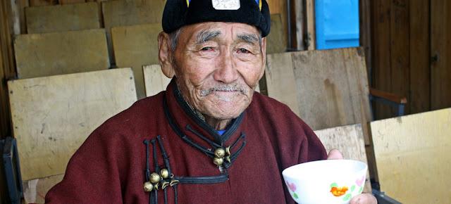Hombre de la tercera edad en Mongolia. Foto de archivo: Banco Mundial/Dave LawrenceUNICEF/Preena Shrestha