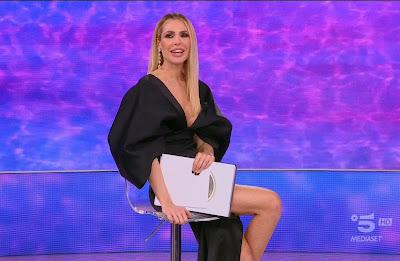 Ilary Blasi abbigliamento outfit abito nero foto