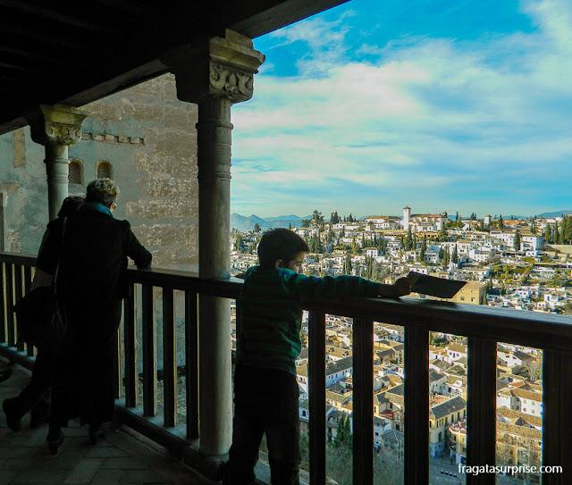 O bairro do Albaicín visto do Palácio dos Leões, na Alhambra