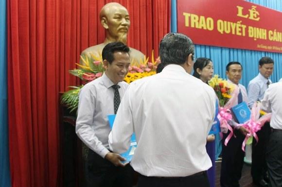 Bị cảnh cáo, luân chuyển Giám đốc sở sang làm Phó chánh văn phòng UBND tỉnh