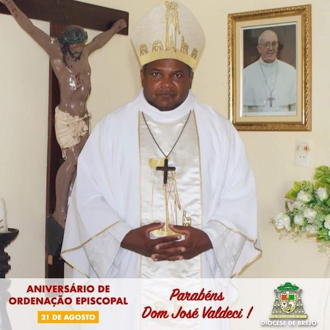 Hoje parabenizamos nosso Bispo Dom José Valdeci