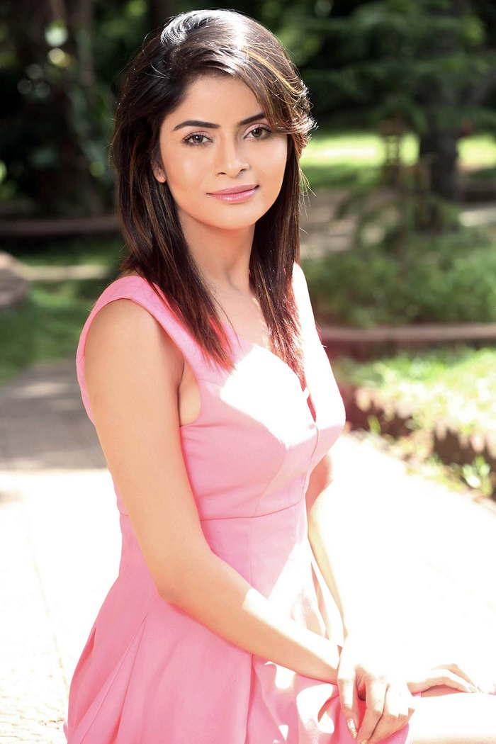 Actress GehanaVashishth Latest HD Images
