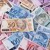 Bolsonaro assina decreto que define salário mínimo de R$ 998 em 2019