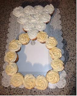 cupcake membentuk cincin untuk tunangan