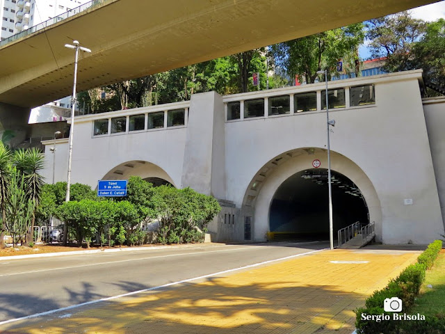 Vista ampla da entrada do Túnel 9 de Julho - Bela Vista - São Paulo