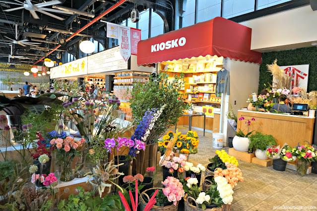 Flores en el Mercado Little Spain en Nueva York