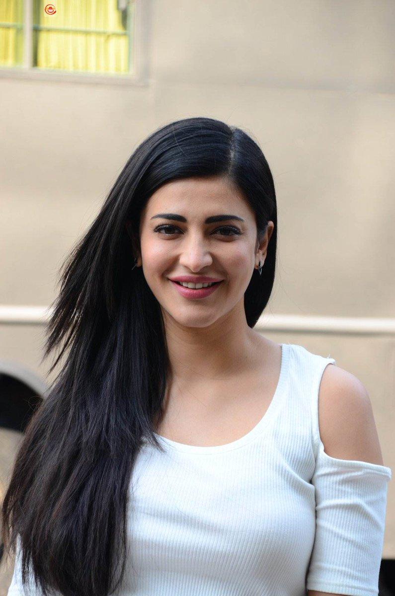 Shruti Haasan says she often feels like an Outsider