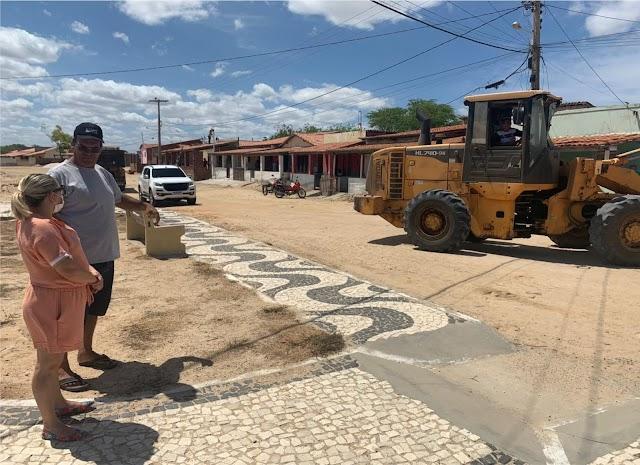 Prefeita Cinthia Sonale acompanha mutirão de limpeza na Comunidade do Córrego; entenda