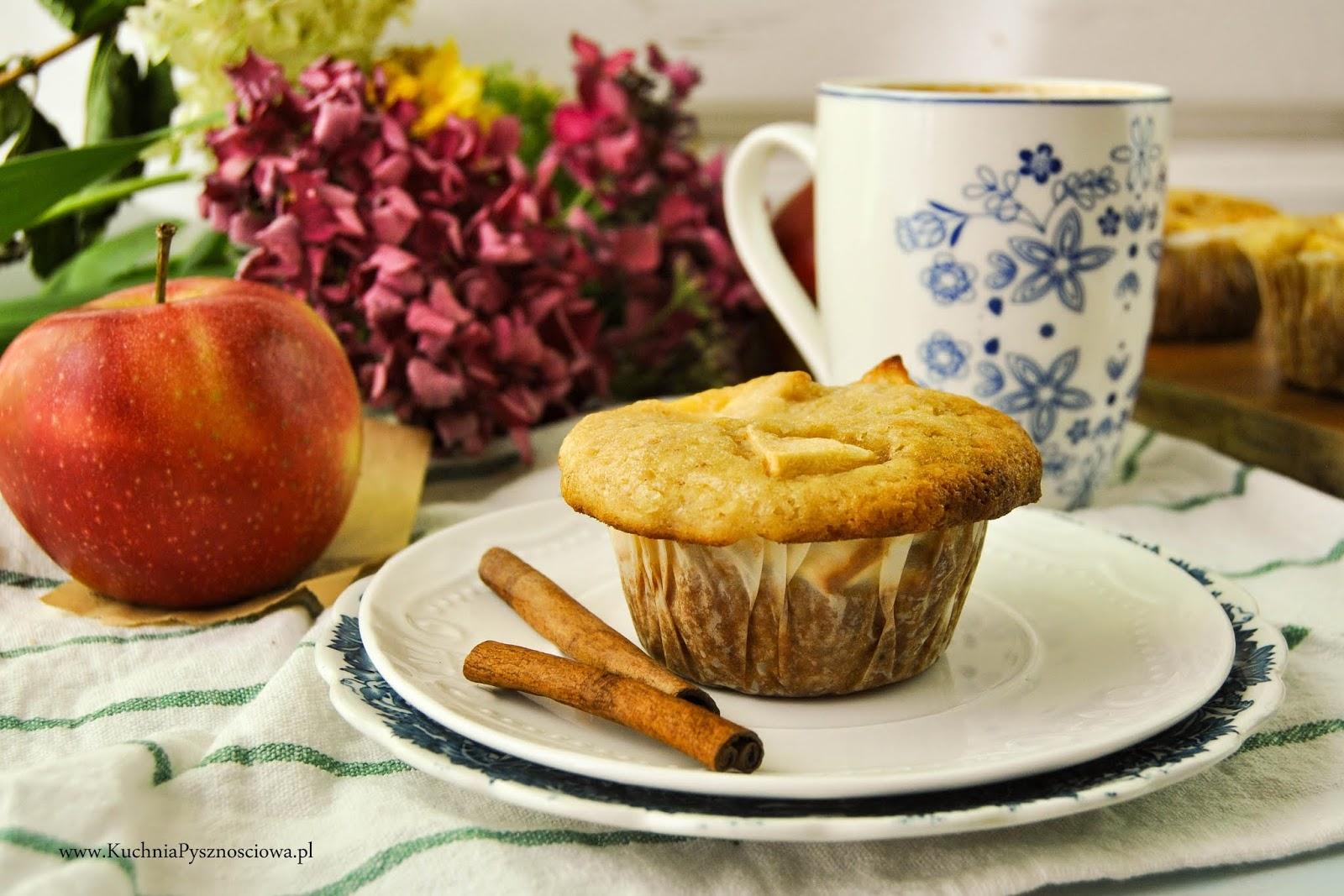 708. Muffiny z jabłkami i creme pattisiere