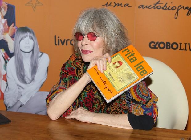 Rita Lee vende cerca de dois mil exemplares de sua autobiografia em um único dia