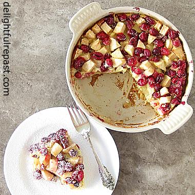 Cranberry-Apple Clafoutis - Clafoutis aux Pommes et Canneberges / www.delightfulrepast.com