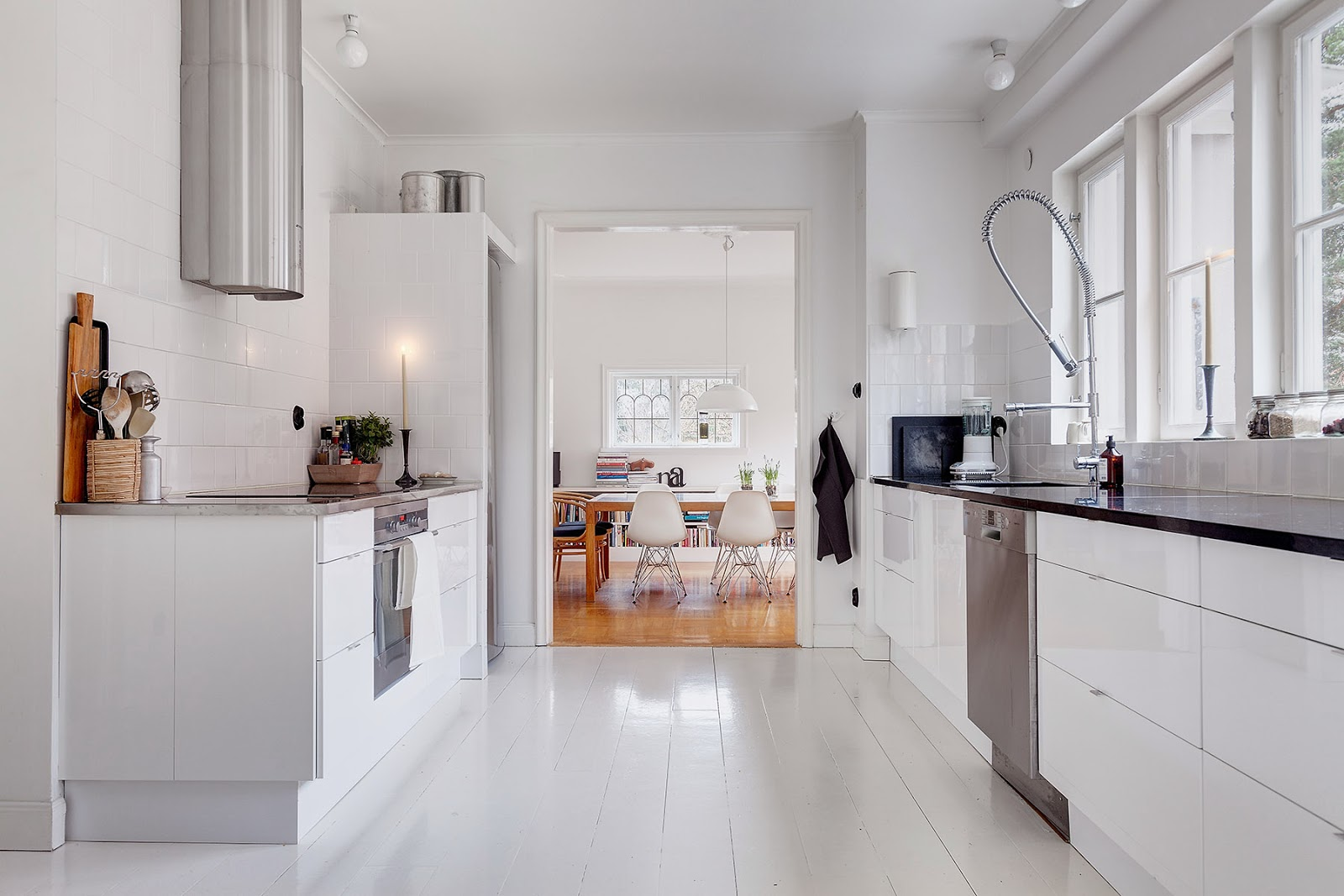 my scandinavian home a lovely white and grey stockholm home. Black Bedroom Furniture Sets. Home Design Ideas