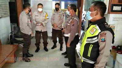 Polsek Medan Area Beri Tali Asih Kepada Personil BhabinKamtibmas  Aiptu Suharno