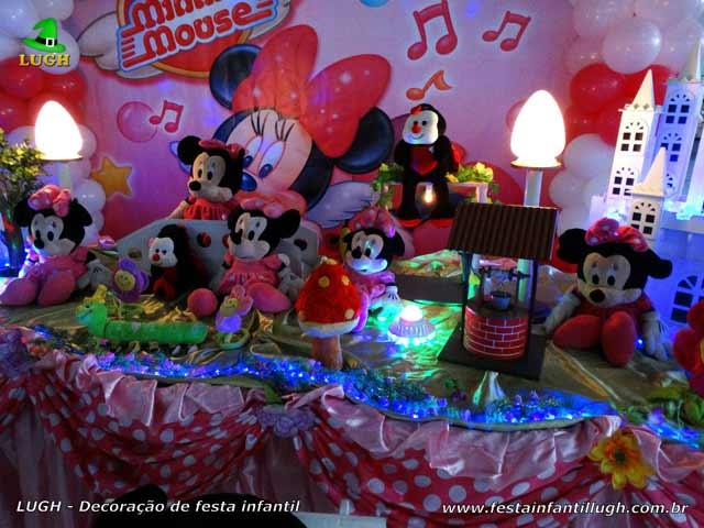 Mesa de aniversário forrada de tecido tema Minnie Rosa para festa infantil