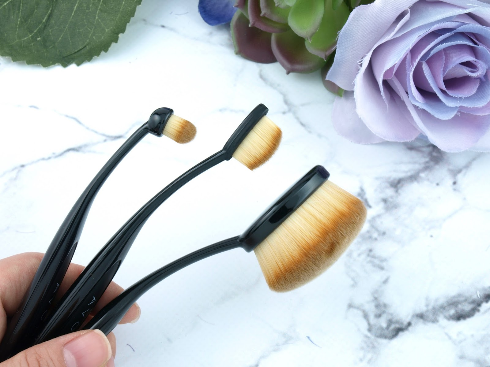 Avon Oval Makeup Brushes: Review