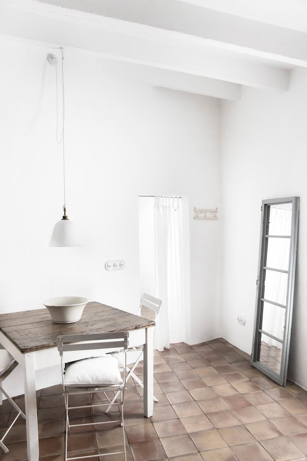 Minimalismo en blanco y madera