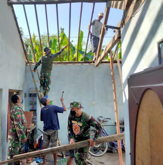 Potret Keakraban TNI dan Warga Desa Sawahan di Karya Bakti Mandiri Klaten Bersinar