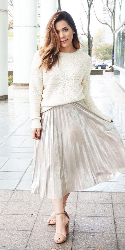 The holidays are here, these simple but cute festive outfit ideas are ready to help you shine glamorously in your upcoming Instagram photos. Holiday Fashion + Style via higiggle.com | White Sweater + Skirt Outfits | #sweater #holiday #jumper#skirt