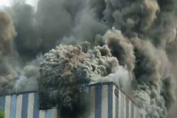 بالفيديو: احتراق مختبرات هواوي بمدينة دونغ غوان