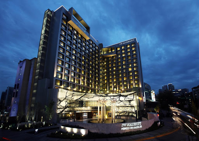Reserve your stay at JW Marriott Hotel Mexico City Santa Fe. This luxury hotel features two on-site restaurants, a day spa and seven versatile event rooms.