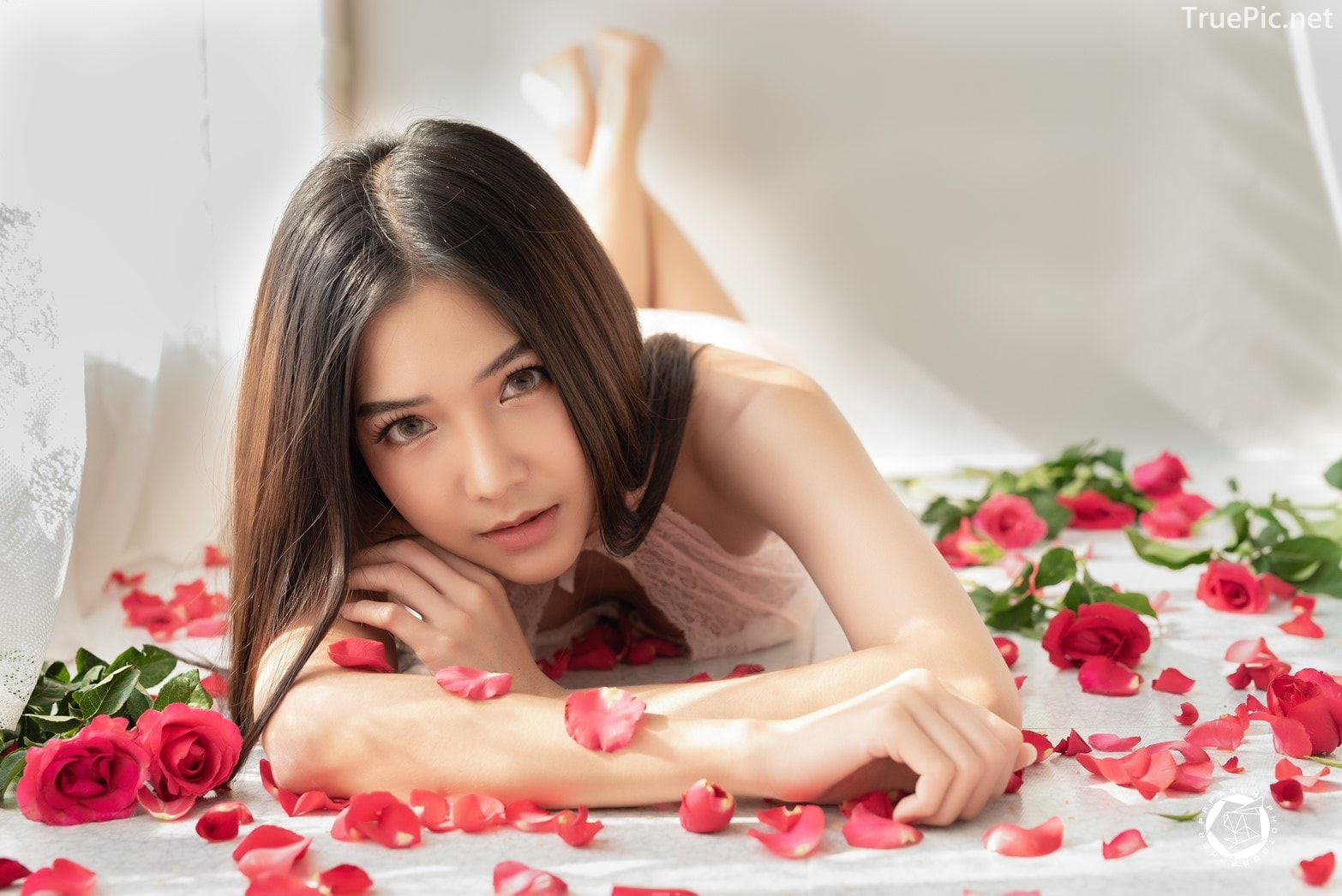 Thailand Model - Phitchamol Srijantanet - Roses for Lovers - TruePic.net - Picture 1