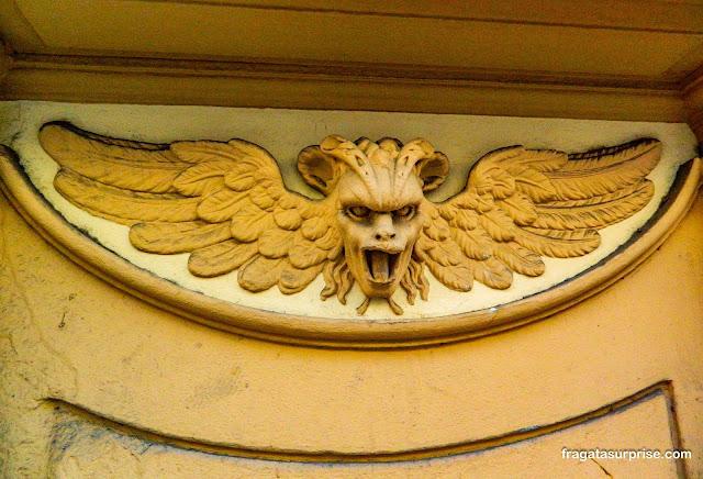 Decoração da fachada de edifício na Via Ricasoli, Florença