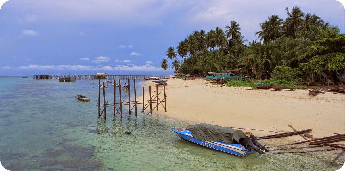Pantai Pasir Putih di Derawan