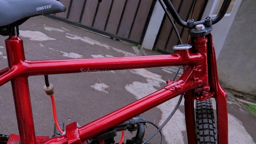 Modifikasi sepeda BMX bermesin Honda Grand ini unik asik . . he he ga bisa jalan jauh sob