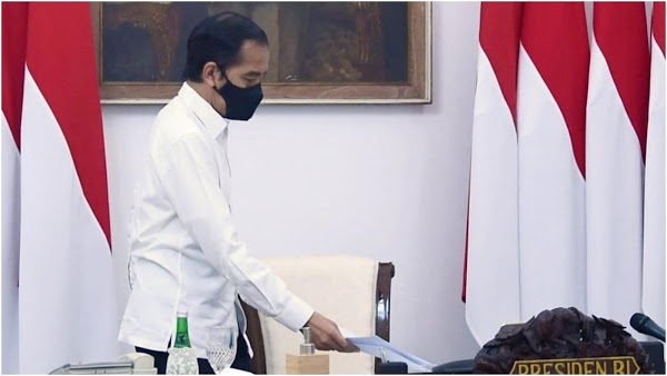 Istana Akui Kekeliruan UU Ciptaker yang Diteken Jokowi