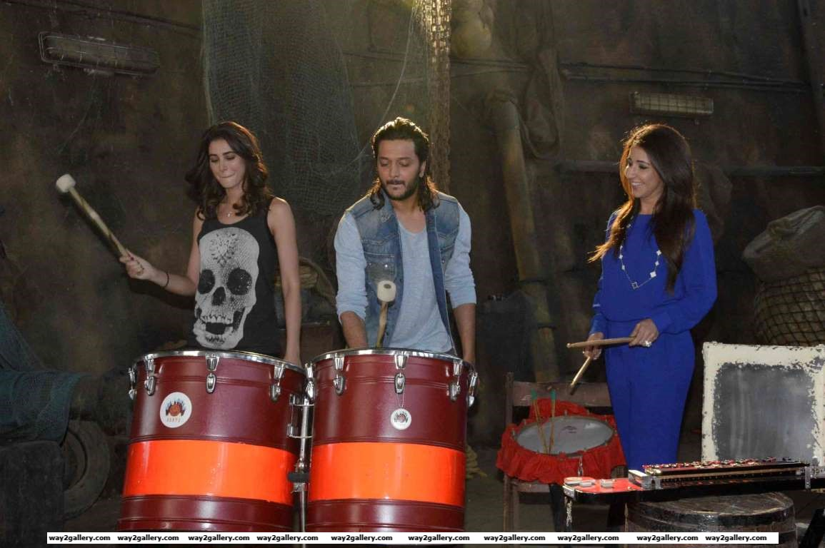 Nargis Fakhri and Riteish Deshmukh play the drums at the launch of Banjo