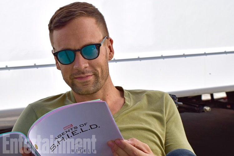 Nick Blood no set da 5 Temporada