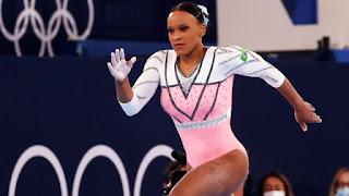 Rebeca Andrade conquista o ouro no salto e se torna a primeira brasileira a ganhar duas medalhas numa única edição