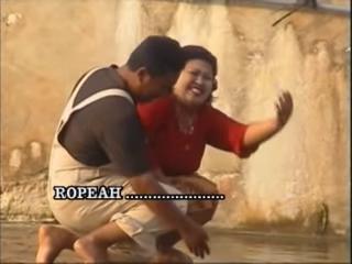 Lirik Lagu Siti Ropeah + Terjemah Indonesia