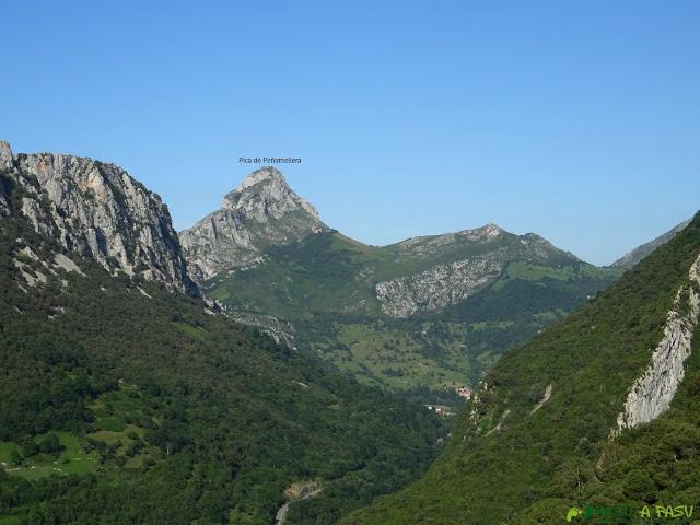 Vista de la Pica de Peñamellera desde Trespandiu