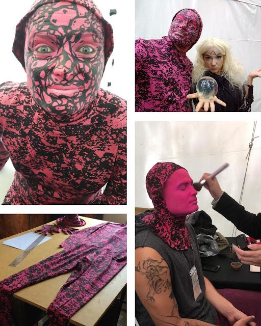 Atrações artisticas personalizadas com o tema do seu evento corporativo, na imagem personagem para o evento temática Surreal.